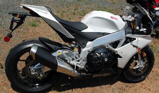 Vous pouvez acheter une moto accidentée ou usagée à l'encan.